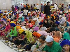 SikhTempleNewDelhi024 (tjabeljan) Tags: india temple sikh newdelhi gaarkeuken sikhtemple gurudwarabanglasahib