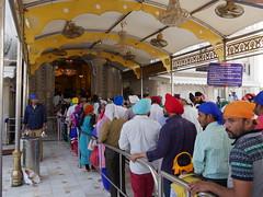SikhTempleNewDelhi008 (tjabeljan) Tags: india temple sikh newdelhi gaarkeuken sikhtemple gurudwarabanglasahib
