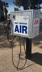 f_selfservAIR (ricksoloway) Tags: cameraphone signs streetphotography machines signlanguage americanwest tucsonarizona samsungs6 nofreeair