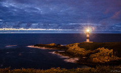 (A. del Campo) Tags: espaa naturaleza lighthouse primavera nature night faro lights noche spring spain nikon seascapes nightscape naturallight galicia nubes nocturna nikkor isla panormica ribadeo shorescape 18105mm nikkor18105mm illapancha nikond7000