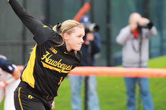 Windup (RPahre) Tags: illinois urbana pitch softball pitcher universityofiowa eichelbergerfield elizabethwiegand