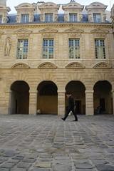 DSC07340 (Florian Francis) Tags: paris walking hotel cobbled marais pavs particulier