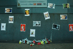 #BowieEverywhere (AnnAutorino) Tags: flowers david macro death bowie memorial candles mort