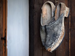 Clogs (croissantsauxamandes) Tags: old rust worn clogs jujols