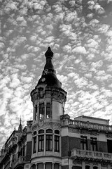 Cpula y cielo empedrado (ccc.39) Tags: blackandwhite bw monochrome casa asturias cielo nubes oviedo cpula cieloempedrado
