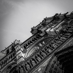 Fronton de Notre Dame de Paris (cedland) Tags: bw white black paris france church de la noir cathedral cit ile nb cathdrale nd capitale notre dame et glise blanc parvis fronton 2015