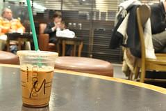 もかのえむ。 (友YuUKi) Tags: nikon m 六本木 スタバ 甘い 待ち合わせ モカ d5000 スターバックスコーヒー ビル中