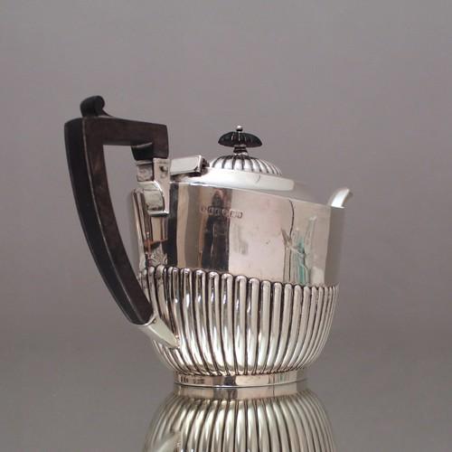 Teeset, Teeservice, Teekanne, Zuckerdose, Milchkännchen, Queen Anne, godroniert