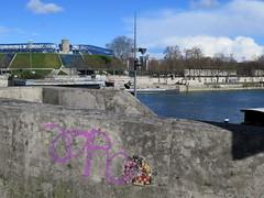 PA_087 Old damaged space invader in Paris 13th (Sokleine) Tags: bridge streetart paris france seine river during ceramics space spaceinvader urbanart tiles invader damaged popb 13th artderue 75013 pa087 accordarena