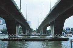 Thailand - Bangkok - Saphan Taksin (railasia) Tags: 2001 bridge thailand bangkok infra bts alignment saphantaksin silomline metrosubwayunderground routenº2