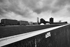 Berlin 8 (rainerneumann831) Tags: berlin blackwhite hauptbahnhof architektur unschrfe