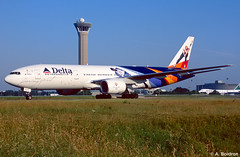 N864DA (alexis boidron) Tags: paris lines de spirit air delta charles boeing gaulle soaring 777 cdg b777 777200 n864da b777200