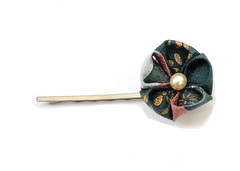 Green bobbypin. (Bright Wish Kanzashi) Tags: original flower handmade clip hairpin kanzashi tsumamizaiku
