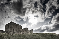 Tynemouth Priory and Castle (Silent Eagle  Photography) Tags: blue sky sun green castle weather clouds canon garden photography yahoo google silent eagle outdoor northumberland sep northeast tynemouth nube priory flipboard canoneos5dmarkiii silenteaglephotography silenteagle09