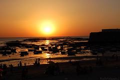 Atardecer Playa Caleta (antoniobraza) Tags: mar barcos cadiz vela intramuros velero yate cascohistorico oceanoatlantico barcodevela castillodesantacatalina playacaleta barriodelavia