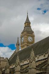 Big Ben, Londres (Leandro Fridman) Tags: building london tower clock arquitectura nikon torre edificio bigben londres reloj techo d60 toof
