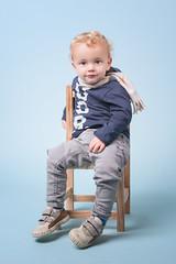 Pau (studio 52 fotografa) Tags: blue boy portrait azul pose kid looking retrato silla mirada nio littelchair
