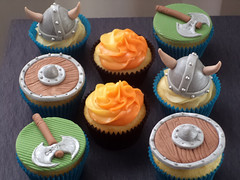 Cupcakes decorados School of Dragons (Elaine Russo - Delizie! Arte com Acar) Tags: school cupcakes dragons drago