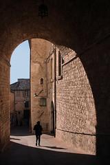 Le vie del Signore (meghimeg) Tags: old light shadow sky woman stone donna arch walk ombra cielo passage pietra arco antico assisi luce passeggiata passaggio 2015