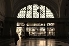 The Gate . ( La porta ) (Alex Nebot) Tags: barcelona door bw train tren monocromo arquitectura puerta nikon gate bcn edificio frana estacion francia estacio monocromatico d7200