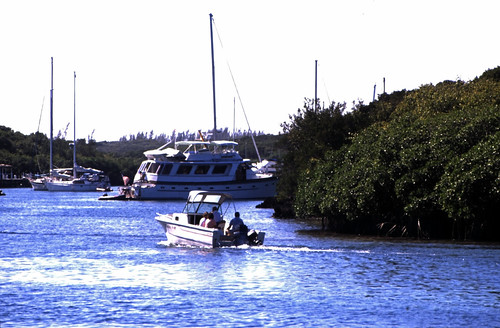 "Bahamas 1989 (451) Abaco: Hope Town, Elbow Cay • <a style=""font-size:0.8em;"" href=""http://www.flickr.com/photos/69570948@N04/24806501831/"" target=""_blank"">View on Flickr</a>"