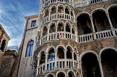Palazzo Contarini del Bovolo (R.o.b.e.r.t.o.) Tags: venice italy italia museo carnevale venezia chiocciola costumi maschere gotico 2016 scalacontarinidebovolo