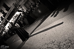 LUNES SANTO 2016 (E.M.Lpez) Tags: blancoynegro monocromo blackwhite andaluca cadenas cruz fe nazareno semanasanta promesa cofrade virado penitente procesin penitencia 2016 pasin fervor devocin cofrada hermandad procesional priegodecrdoba penitencial desfileprocesional promitente