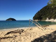 Bark's Bay (draculina_ak) Tags: sea newzealand costa beach strand bay coast mar meer playa southisland abeltasman neuseeland kste bucht abeltasmannationalpark barksbay