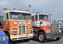 Kenworths (quarterdeck888) Tags: nikon flickr transport frosty semi lorry trucks express tnt sar olddays logistics winton kenworth bigrig overtheroad haulage quarterdeck vintagetrucks oldtrucks cabover class8 heavyvehicle cartage roadtransport heavyhaulage daycab truckies d7100 highwaytrucks aussietrucks australiantrucks expressfreight australiantransport freightmanagement finemore jerilderietruckphotos jerilderietrucks outbacktrucks crawlingthehume quarterdeckphotos humetrucks