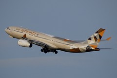 Etihad Airways / A6-EYF / A332 / EBBR 25R / RVA Aviation Photography (RVA Aviation Photography (Robin Van Acker)) Tags: brussels airplane photography airport outdoor aircraft air jet planes vehicle airlines airliner jumbo trafic jetliner avgeek