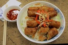 Pho Y B5 (Riex) Tags: food asian lunch cuisine vietnamese plate bowl meal bol nourriture springrolls plat asiatique repas ricenoodles ricevermicelli vermicelles vietnamienne bn phoy rouleauxdeprintemps g9x