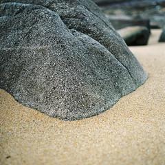 Transition (nils_karlson) Tags: france colour 6x6 film beach square landscape brittany kodak ishootfilm negative portra quadrat colournegative 80mm pentaconsix littlethings portra800 c41 colourphotography kodakportra800 czj carlzeissjena pentacon6 biometar carlzeissbiometar80mm ukfilmlab ukfl