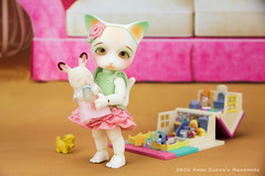 Cat & Mouse Play (AnnaZu) Tags: cheese cat children mouse toys miniature dolls play parts ears mickey fantasy tiny bjd fairyland ringo pollypocket mylittlepony ante pipos pukifee vesnushkahandmade