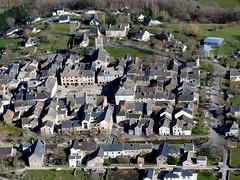 41Sauveterre de Rouergue (Franois Magne) Tags: village place ciel prairie paysage rue extrieur glise vue antenne ulm champ vues aveyron aerienne ariennes sauveterrederouergue pendulaire