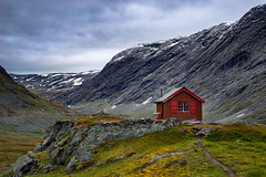 Ain't No Mountain High Enough (Bent Velling) Tags: wild mountain norway clouds landscape norge cabin outdoor hill norwegen beaty lonely mountainside geiranger 2470 sonya7r bentvelling djuptvatnet