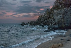 Pietragrande (Nakazuchi) Tags: beach water bay seaside mare shore calabria spiaggia onde scogliera pietragrande