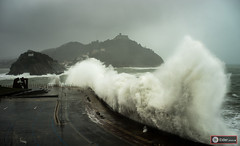The big storm II (www.eidernet.com/eiderphoto) Tags: ocean storm blackwhite agua waves atlantic aire libre ola donostia blanconegro cantabrico stsebastian monocromtico sonya7 rokkormd3570 ilce7