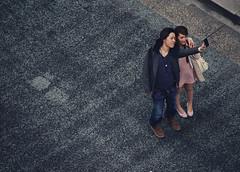 Tokyo 3908 (tokyoform) Tags: street camera chris people urban cute girl sign mobile japan canon japanese tokyo ginza calle couple peace phone device un smartphone tquio kawaii    japo rue japon giappone tokio  selfie 6d jepang japn     strase  jongkind tkyto chku   chrisjongkind tokyoform