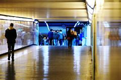 IMGP2371 (maurizio siani) Tags: lighting city italy station underground italia arte gente metro pentax tunnel persone napoli naples inverno stazione metropolitana sotto luce interno interni citt febbraio illuminazione 2016 camminare corridoio sotterraneo fermata vanvitelli andare vomero k30