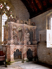 Kinlet, Shropshire, church of St. John the baptist, monument to sir Geo. Blount 1581 & his wife (groenling) Tags: uk greatbritain england monument stone coatofarms shropshire britain stonecarving carving gb marble blount effigy salop churchofstjohnthebaptist kinlet