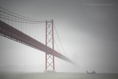 Rio Tajo (PITUSA 2) Tags: portugal rio puente lluvia lisboa viento tajo niebla carabela cielogris puente25deabril pitusa2 elsabustomagdalena