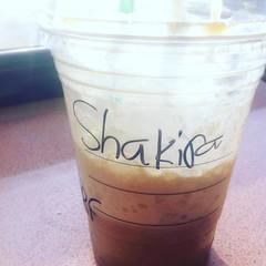 onderweg naar derde giggie met @indianaskinband in extase, tilburg. @shakira zit tegenover me. #starbucks #checkin #checkout #slordiggeschreven #feest