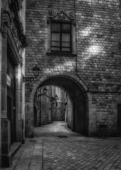 Barcelona, accs al Carrer Montjuic del Bisbe des de la Plaa Sant Felip Neri (Francesc/Francisco) Tags: barcelona catalunya carrer plaa santfelipneri carrermontjuicdelbisbe