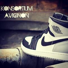 #Nike #jordan #1 #og #black #white @konsortium (konsortium.avignon) Tags: white black 1 nike jordan og konsortium uploaded:by=flickstagram instagram:photo=848463179550992676329377217