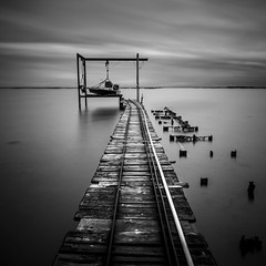 The white line (Mathieu Calvet) Tags: longexposure blackandwhite square pier noiretblanc pentax nb ponton 1224 carr k3 languedocroussillon hrault ndfilter poselongue bw110 tangdethau da1224