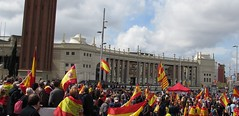 Resistencia ordenada (Eduardo Gonzlez Palomar) Tags: barcelona plaza espaa ciudad catalonia catalunya resistencia catalua rojigualda independentismo