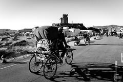 Tarifa contrastes (Franci Esteban) Tags: blackandwhite blancoynegro contraluz monocromo streetphotography castillo tarifa contrastes monocrome santacatalina nico bohemio bicicarro tarifabohemia