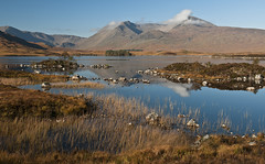 rannoch moor (ela dzimitko) Tags: autumn scotland lochaber rannochmoor lochan