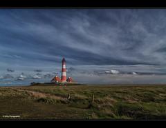 Willkommen im echten Norden (geka_photo) Tags: lighthouse deutschland himmel wolken blau landschaft leuchtturm schleswigholstein westerhever nordfriesland gekaphoto