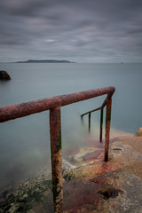 Escalera a lo desconocido (kisko-Sonia) Tags: longexposure ireland sea dublin metal clouds mar nikon rocks sigma oxido escalera nubes nd isla hitech roca irlanda baranda nd1000 nd30 d7100